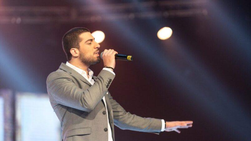 Enzo S jazz singer in a concert